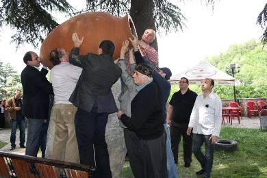 ქუთაისში ქვევრს ძეგლი დაუდგეს