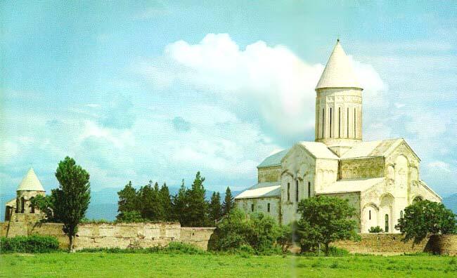 ალავერდში ალავერდობას მისული მლოცველი მარჯვნიდან სამჯერ შემოუვლის ტაძარს