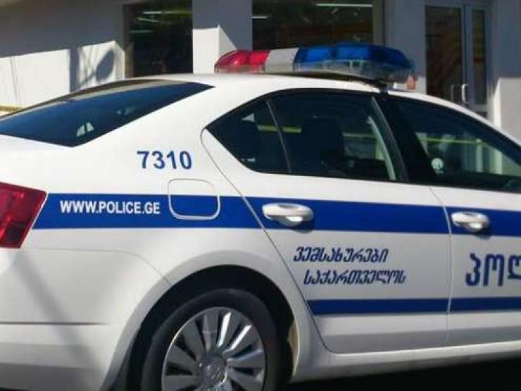 პოლიციელმა მძღოლს ალკოტესტი სახეში შემოარტყა