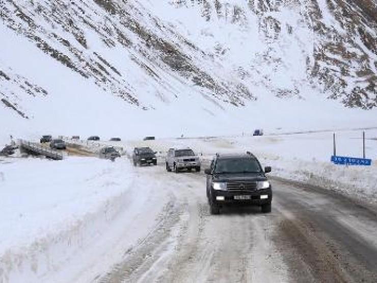 თოვლისა და ძლიერი ყინვის გამო საავტომობილო გზების ზოგიერთ მონაკვეთზე მოძრაობა შეზღუდულია
